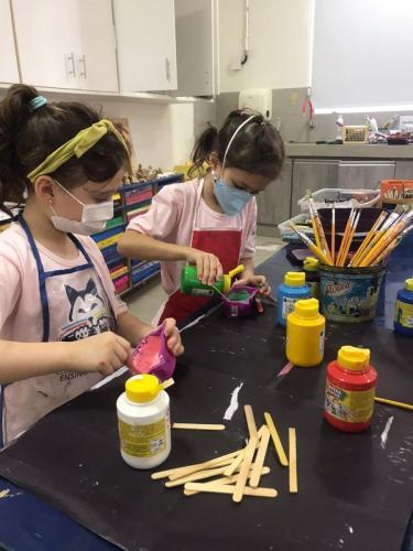 Crianças no 1º encontro do Ateliê Arte e Criatividade, da Escola Arte do Museu | Crédito: Divulgação Arte do Museu