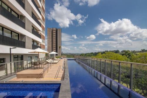 Área da piscina e vista panorâmica   Foto: divulgação