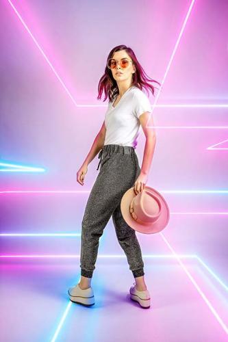 Calça- R$149,90; Camiseta - R$54 ; Óculos Chloé - R$2.250; Tênis e chapéu (acervo da produção)