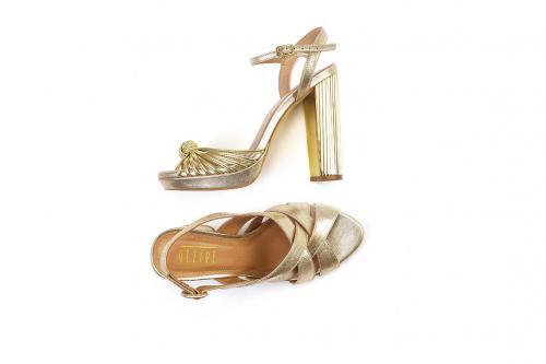 Sandália R$449,90 Carmen Steffens
