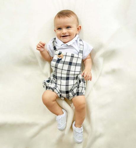 Matteo veste jardineira e body R$229,90 e tênis R$39,90 Baby Center