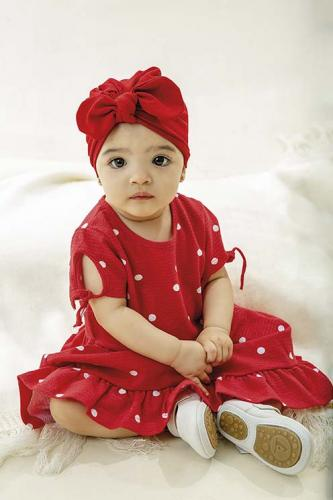 Maria Flor veste vestido R$69,99 Hering Kids | turbante R$29,90 e sapatos R$139 Baby Center