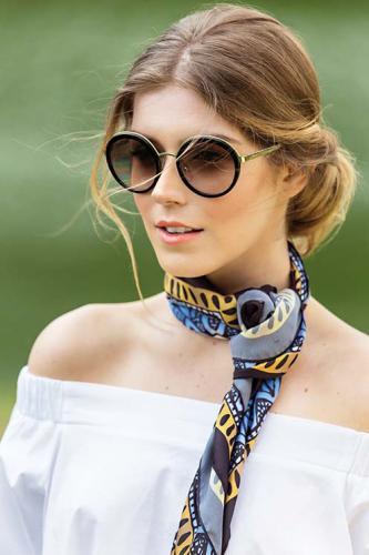 Óculos Prada para Sunglass Hut, lenço Scarf Me Dei Due e blusa Canal Concept Equilíbrio