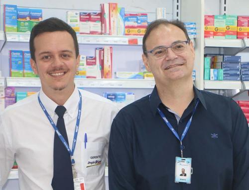 Valter Maschio, diretor Geral da Drogacenter, e Renato Garcia, diretor da rede de farmácias Drogão Super