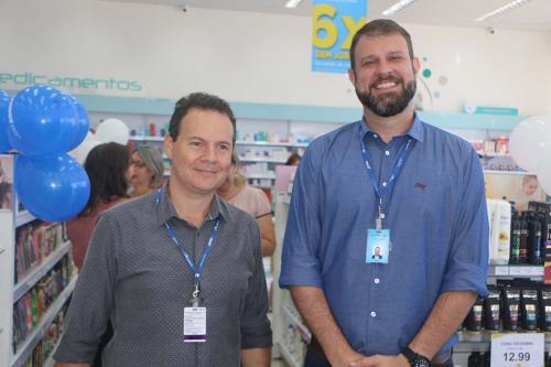 Vinícius Maciel, gerente da unidade da avenida Meira Júnior, e Renato Garcia, diretor da rede de farmácias Drogão Super