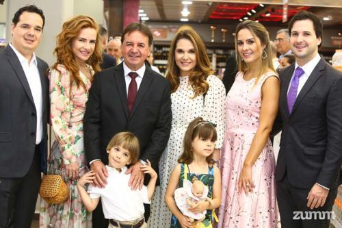Rodolfo, e Letícia Savegnago, com os filhos Allegra e Lorenzo, e Chalim, Shirley, Amanda e Murilo Savegnago