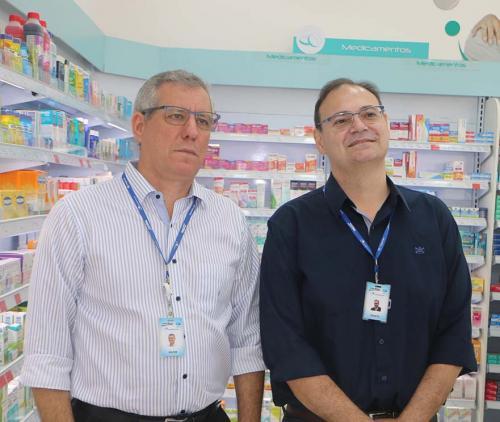 Marcos Barros e Júlio Marcolan, gerentes comerciais da rede Drogão Super