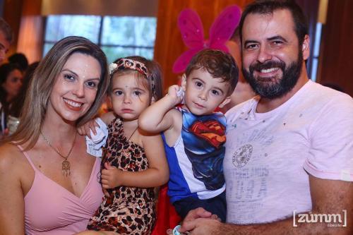 Marcela, Gabriela, Henrique e Fábio Mouro
