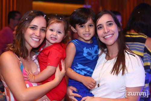 Anna Carolina, Laura, Henri e Amanda Campos