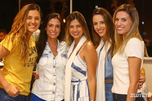 Bianca Laves, Marcela Casseb, Luana Perles, Vivi Luchetta e Thays Travaina