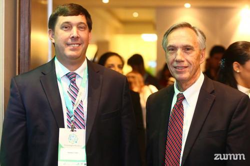 Michael e John E. Hall
