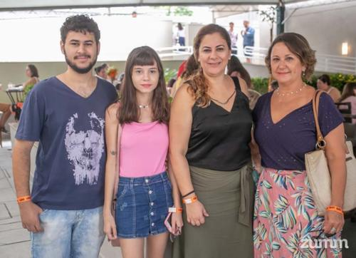 Stanley Monteiro, Bárbara Ziganti, Juliana Monteiro e Rose Rosseto